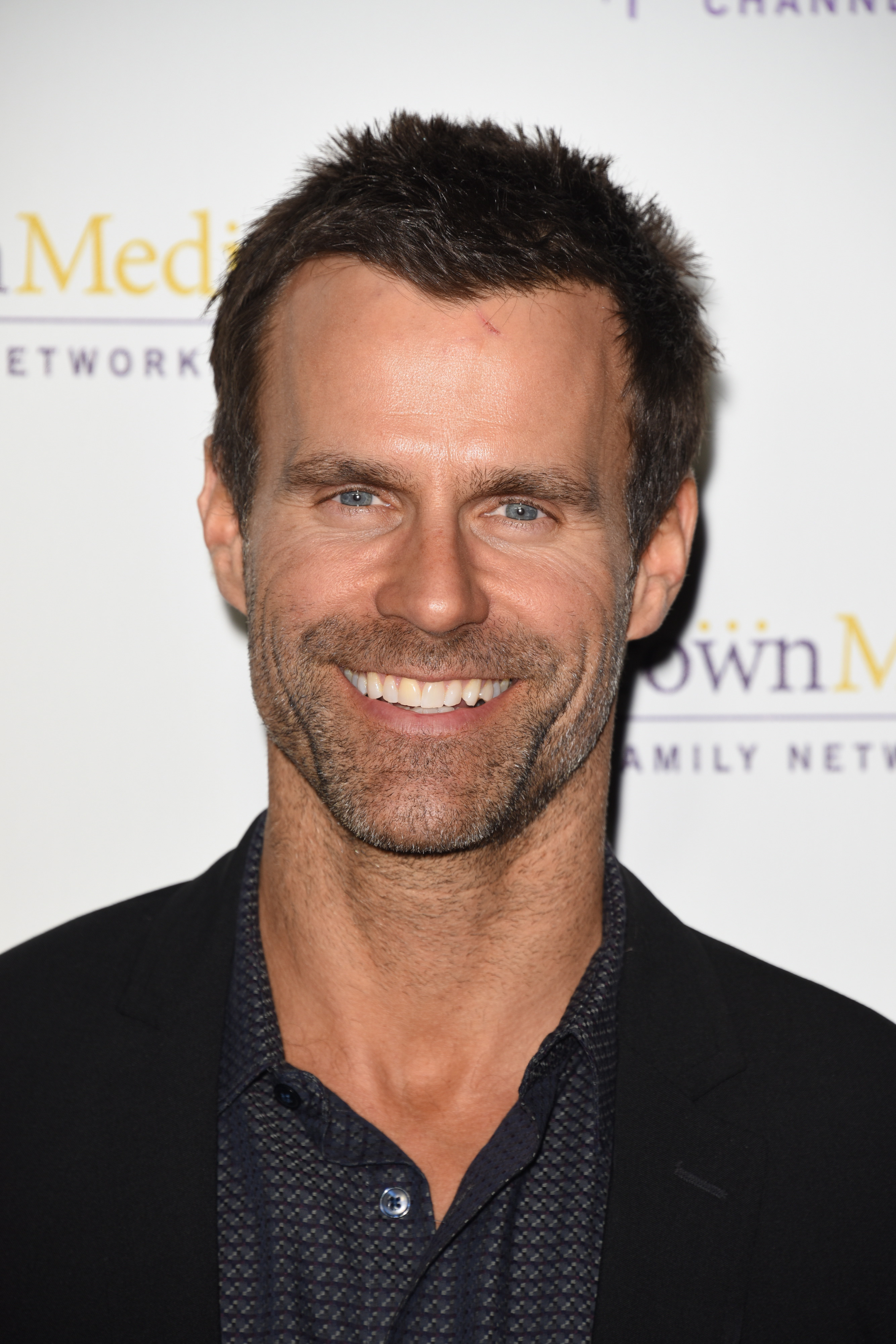 picture Cameron Mathison